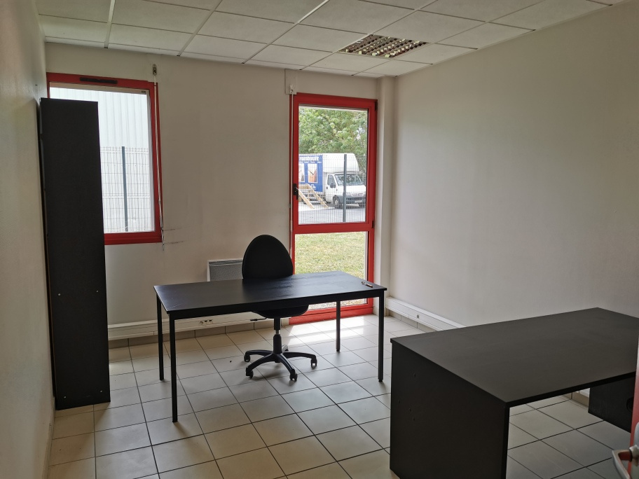 BUREAUX 162 M² A LOUER BEAUCOUZE - Bureau Local Entrepôt